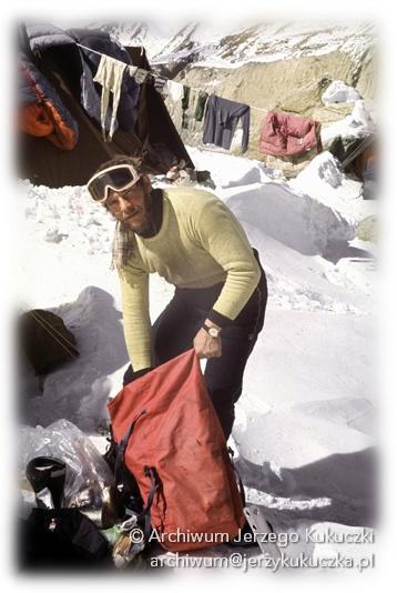 J. Kukuczka wyrusza pod Cho Oyu z bazy pod Dhaulagiri 1984r